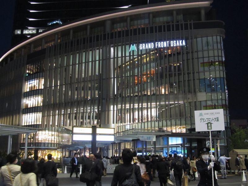 大阪 アトリウム 広場